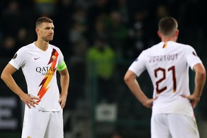 epa07979817 Roma's Edin Dzeko (L) reacts during the UEFA Europa League group J soccer match between Borussia Moenchengladbach and AS Roma in Moenchengladbach, Germany, 07 November 2019.  EPA/FRIEDEMANN VOGEL (ANSA)