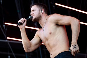 epa07008374 US pop rock band Imagine Dragons lead singer Dan Reynolds performs during the Lollapalooza Berlin 2018 at the Olympiastadion in Berlin, Germany, 09 September 2018. The music festival runs from 08 to 09 September.  EPA/HAYOUNG JEON (ANSA)